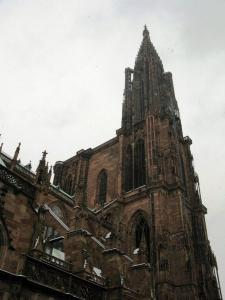 Кафедральный собор Страсбурга, вид на башню со шпилем