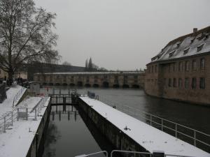 Шлюз недалеко от Крытых мостов в Страсбурге