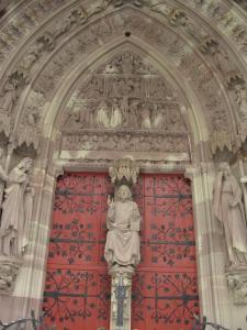 Церковь Св. Петра Молодого в Страсбурге, главный портал