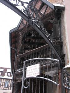 Историческая деревянная галерея в Кольмаре, Франция