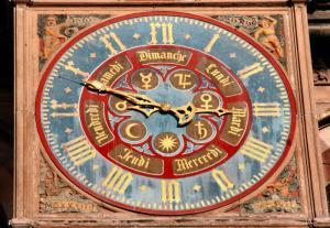 Кафедральный собор Страсбурга, портал южного фасада, циферблат