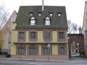 Вход в Национальную школу администрации в Страсбурге
