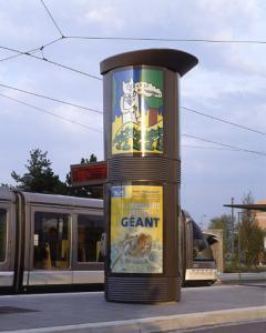 Современное искусство на улицах Страсбурга, трамвайные тумбы с рисунками Алена Сеша