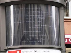 Трамвайная остановка в Страсбурге, тексты в УЛИПО