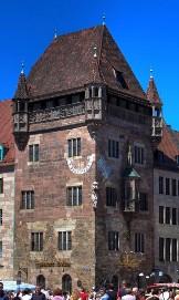 Средневековый дом-башня Nassauerhaus в Нюрнберге, Германия