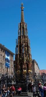 Прекрасный фонтан на главной ярмарочной площади Нюрнберга (фото авторов сайта)