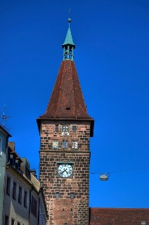 Белая башня Вайсертурм в Нюрнберге, Германия
