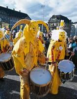 Ряженые барабанщики на карнавале, Базель, Швейцария