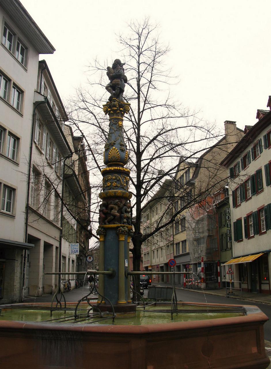 Рисунок колонны с капителью