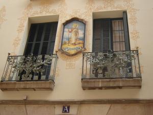 Дом с узорами сграффито, Барселона, Испания