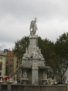 Мраморный фонтан с ангелом, Барселона, Испания