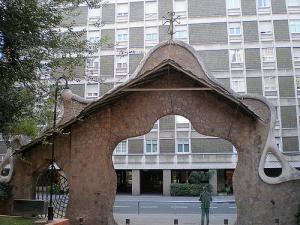 Ворота виллы Миральеса, Барселона, Испания