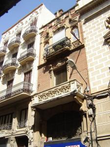 Дома Casa Tomas Jordi и Casa Querol, Реус, Испания