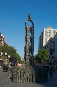 Памятник кастельс на Новой Рамбле, Таррагона, Испания