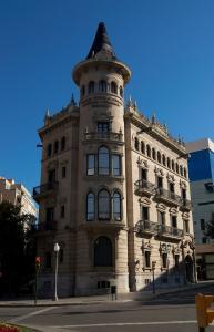 Здание Casa de la Punxa на Новой Рамбле, Таррагона, Испания