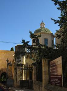 У бокового входа в собор, Таррагона, Испания