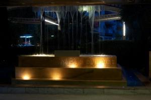 Фонтан при входе в отель Olympus Palace, Салоу, Испания