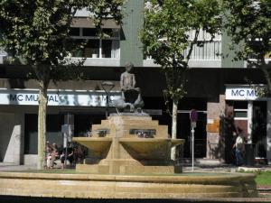Площадь с Гусиным фонтаном, Реус, Испания