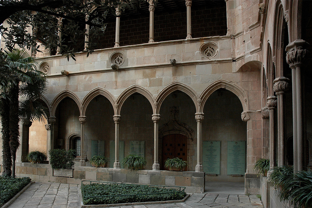 http://www.mishanita.ru/data/images/Spain_2011/Claustro-gotico.jpg