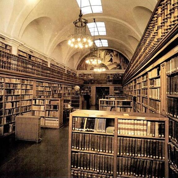 http://www.mishanita.ru/data/images/Spain_2011/Montserrat-biblio.jpg